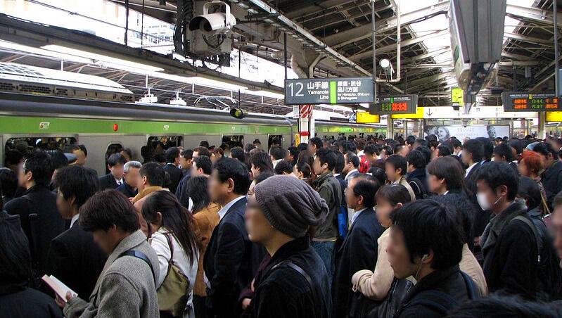 東京自助旅行注意!搭電車地鐵要選這節車廂
