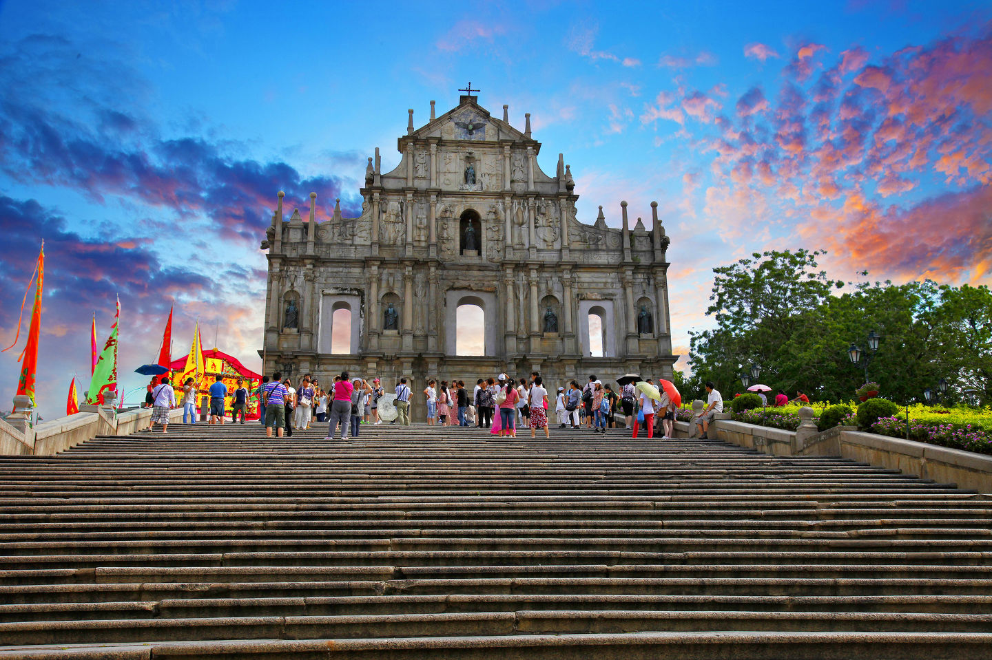 Macau Attractions & Travel Guide For Travelers