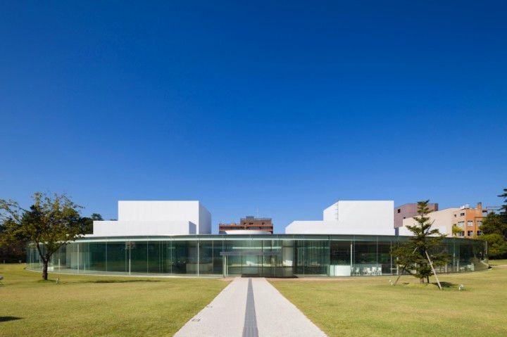 2018 Visit Japan: Enjoy a Swimming Pool in the Art Gallery