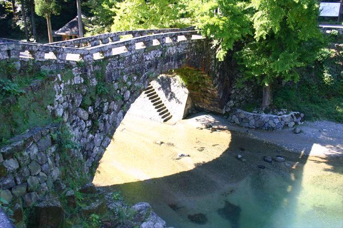 30分鐘的美景!日本九州熊本「愛心石橋」重現浪漫景色!