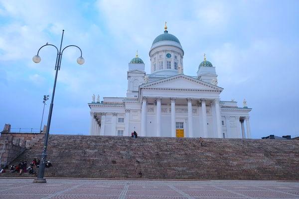 芬蘭{遊記} 赫爾辛基主教堂~高聳的白教堂